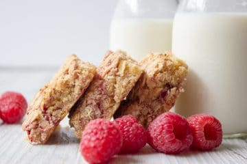 apple raspberry breakfast oat slice