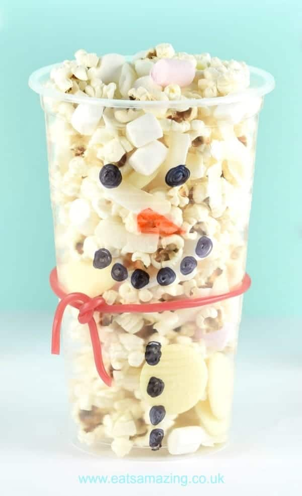 Cute and simple Snowman snack cups are perfect for christmas class parties